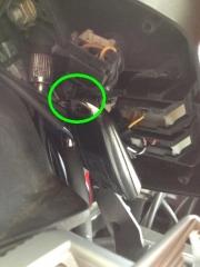 Fernbedienung mit Kabelbinder fixieren.